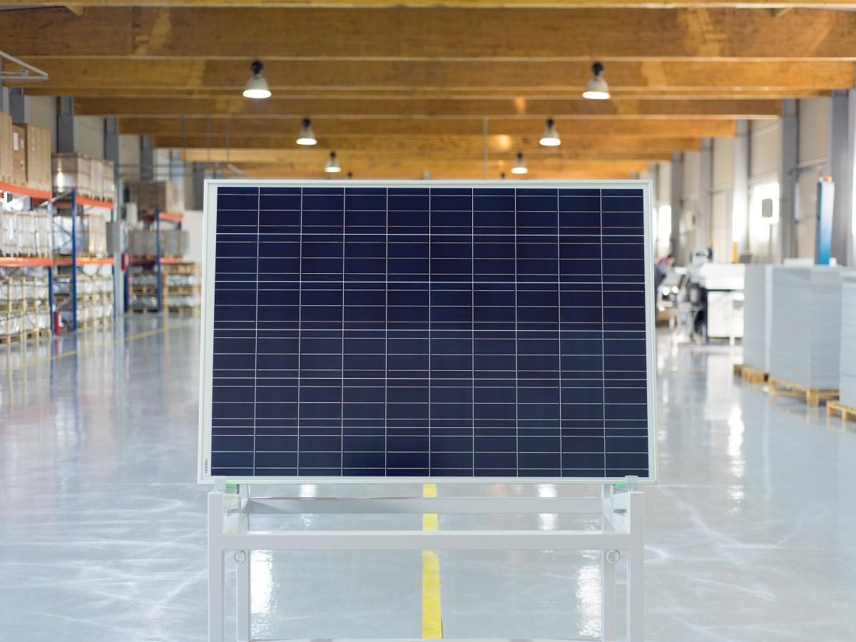 https://tritech.ro/wp-content/uploads/2015/04/panouri-solare-fotovoltaice-wattrom-1200x900.jpg